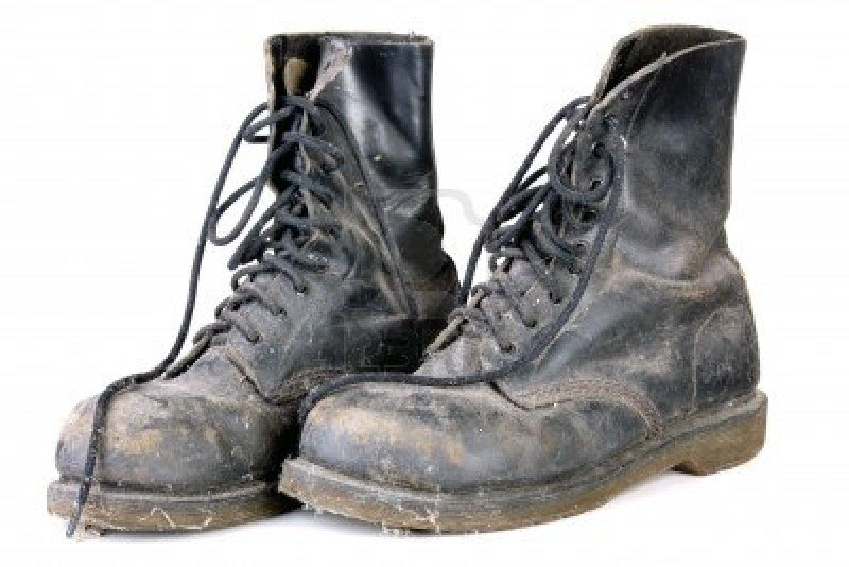 Vecchi scarponi militari